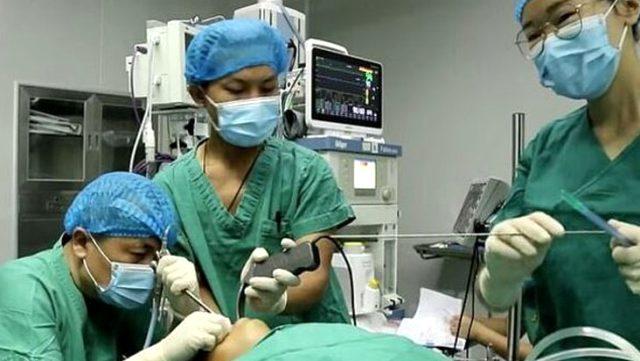 5 yaşındaki çocuğun boğazından canlı solucan çıkarıldı! Bir yıldır midesinde yaşıyormuş