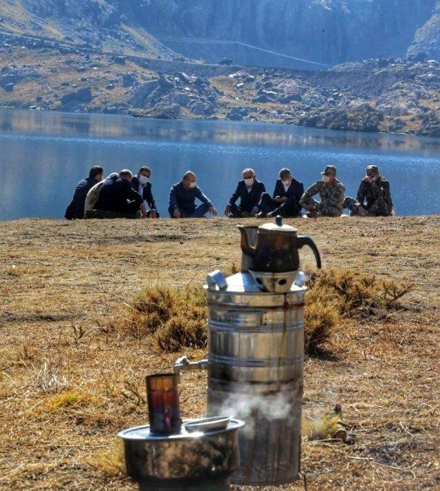 Bakan Soylu, bir dönem terör nedeniyle girilemeyen bölgede kahve ve semaver çayı içti