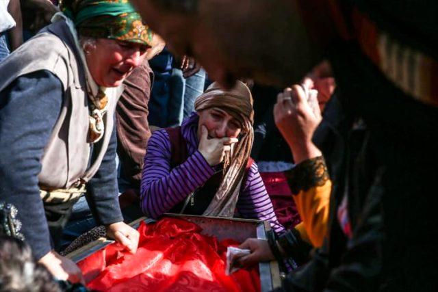 Ermenistan'ın alçak saldırısında hayatını kaybeden Medine bebek, annesiyle aynı tabutta defnedildi